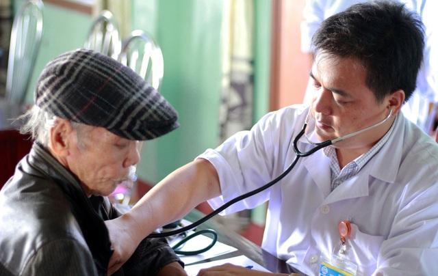 Đo nhịp tim cho người lớn tuổi