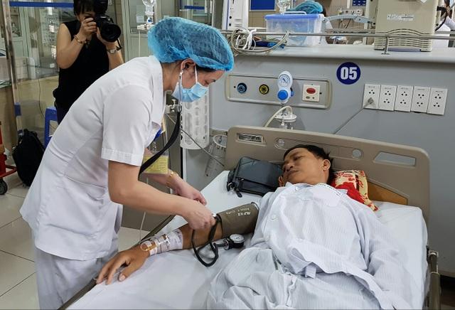 Bệnh nhân vụ nghi sốc phản vệ đồng loạt khi chạy thận may mắn qua khỏi đang được điều trị tại BV Bạch Mai. Ảnh: H.Hải