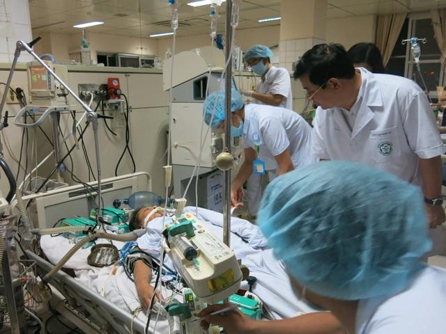 Nữ bệnh nhân nặng còn lại cuối cùng trong vụ 18 bệnh nhân sốc do chạy thận chưa thể chuyển viện vì tình trạng còn rất nguy kịch. Ảnh: H.V