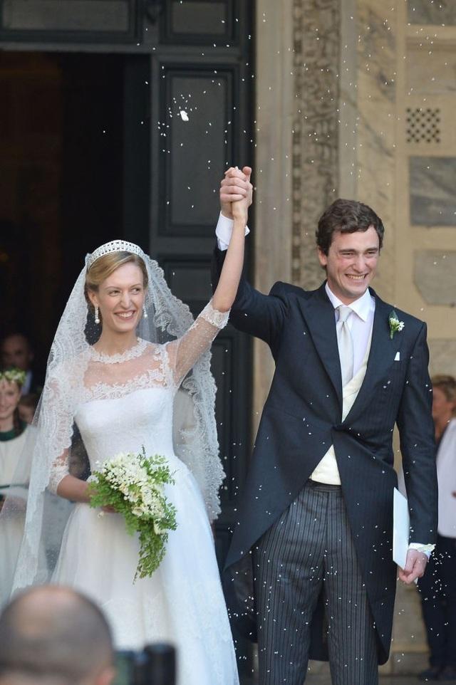 Hoàng tử Amedeo của Hoàng gia Bỉ đã kết hôn với nữ nhà báo Elisabetta Rosboch von Wolkenstein vào năm 2014.