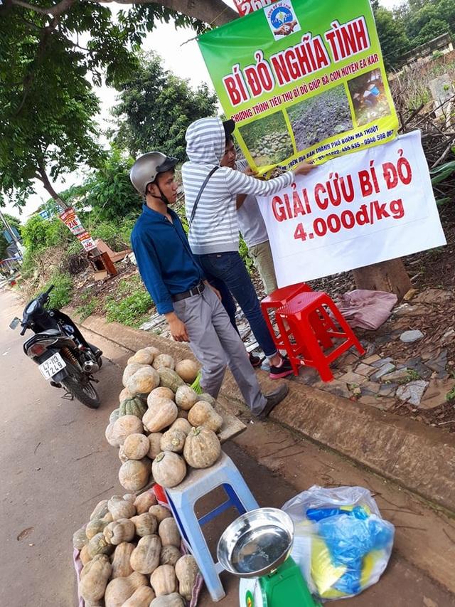 """Nhiều bạn trẻ đã """"giải cứu"""" bí đỏ với giá 4.000 đồng/kg cho nông dân"""