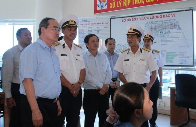Bí thư Thành ủy TPHCM Nguyễn Thiện Nhân làm việc với lãnh đạo cảng Cát Lái về tình trạng kết giao thông giữa cảng với khu vực lân cận