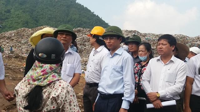 Bí thư Thành ủy Đà Nẵng Nguyễn Xuân Anh thị sát bãi rác Khánh Sơn khi mới lên nhậm chức.