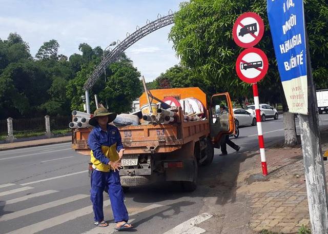 Theo quy định mới, xe tải có tải trọng từ 1,8 tấn trở lên, xe khách 16 chỗ ngồi trở lên sẽ bị cấm đi vào 75 tuyến đường nội thành Tp Vinh trong khoảng thời gian từ 6h-22h hàng ngày