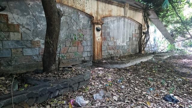 """Hình ảnh """"hoang hóa"""" của ngôi biệt thự """"đòi"""" từ cựu Chủ tịch Hà Nội - 13"""
