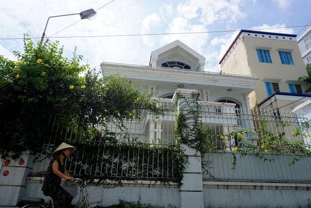 Việc đấu giá nhà đất rộng 360 m2 tại số 5 Hồ Biểu Chánh, TPHCM của vợ chồng Bầu Kiên gây ồn ào dư luận thời gian qua (Ảnh: Nguyễn Quang)