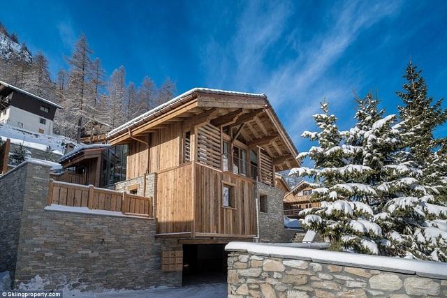 Có gì bên trong biệt thự gỗ giá 8 triệu USD trên núi tuyết An-pơ - 1