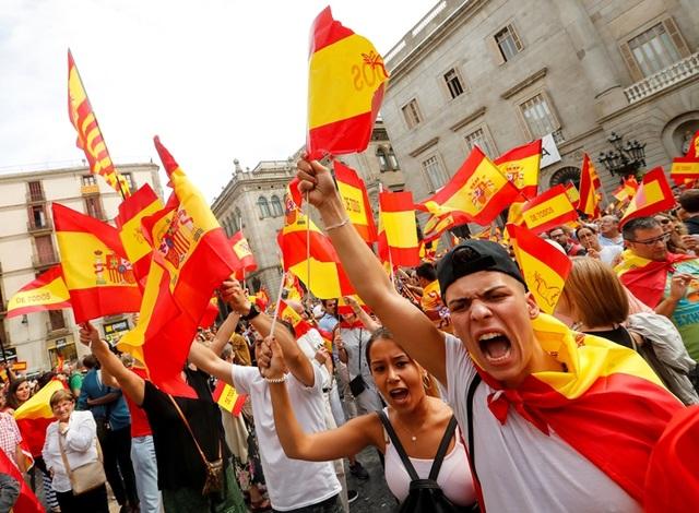 Các cuộc biểu tình đòi độc lập nổ ra tại Catalonia (Ảnh: Reuters)