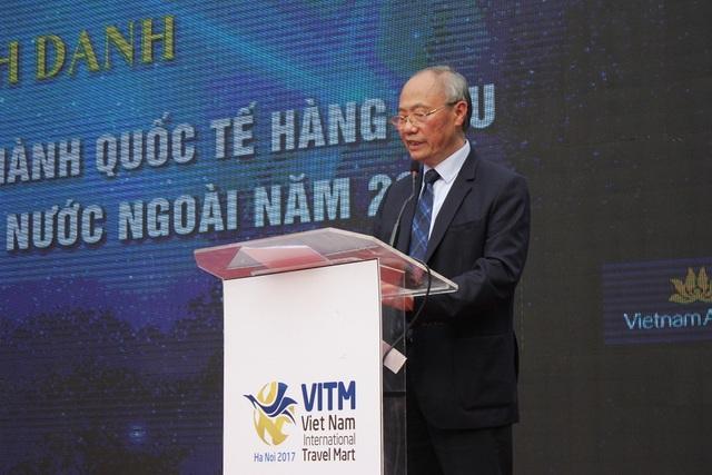 """Phát biểu tại lễ bế mạc, ông Vũ Thế Bình, Phó Chủ tịch Hiệp hội Du lịch Việt Nam đánh giá, hội chợ VITM 2017 là dịp triển khai chương trình kích cầu du lịch lớn nhất trong năm. Sau 4 ngày hoạt động sôi nổi, hội chợ đã thành công tốt đẹp với sự làm việc miệt mài của hàng nghàn doanh nghiệp du lịch Việt Nam và quốc tế. """"Có thể nói sự kiện là ngày hội du lịch lớn nhất trong năm, một sự kiện mang tầm cỡ khu vực về du lịch"""", ông Bình nói."""