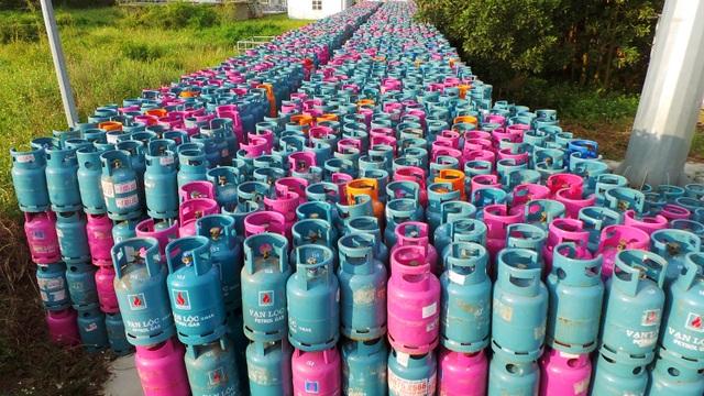 Choáng trước số lượng lớn vỏ bình gas lưu giữ trong khuôn viên Ban quản lý Cụm công nghiệp đa nghề Đông Thọ.