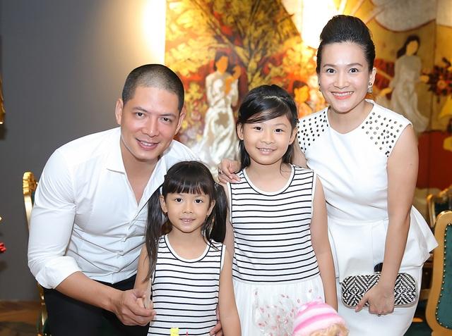 Bình Minh, Anh Thơ được xem là cặp đôi đẹp và thành công của showbiz, cả hai có hai cô con gái, An Như 5 tuổi và An Nhiên hơn 7 tuổi.