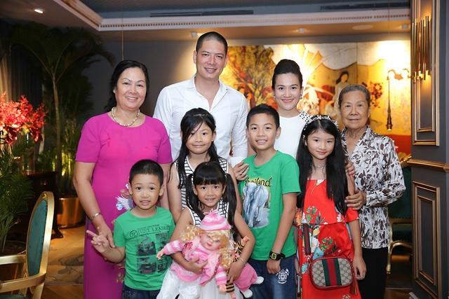 Vợ chồng Bình Minh, Anh Thơ bên gia đình