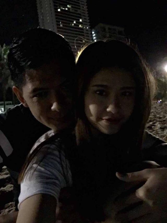 Mới đây, khi những hình ảnh thân mật của Bình Minh và Trương Quỳnh Anh được chia sẻ chóng mặt trên mạng xã hội, nam diễn viên, MC đã lên tiếng cho rằng, đây chỉ là những bức ảnh hậu trường khi cả hai đóng chung phim Thề không gục ngã.