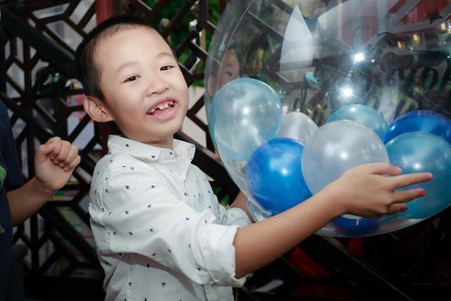 Hiện tại, cô hài lòng với cuộc sống bên con trai Bin 8 tuổi. Cô cũng mới tậu được căn chung cư để hai mẹ con có không gian riêng. Dẫu vậy, vì công việc bận rộn nên bố mẹ cô vẫn hỗ trợ chăm sóc bé Bin để con gái yên tâm chạy show.