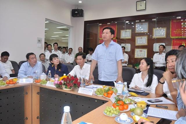 Ban quản lý chợ báo cáo Bí thư Thăng và khẳng định hiện chợ không còn giang hồ ẩn náu như trước đây.