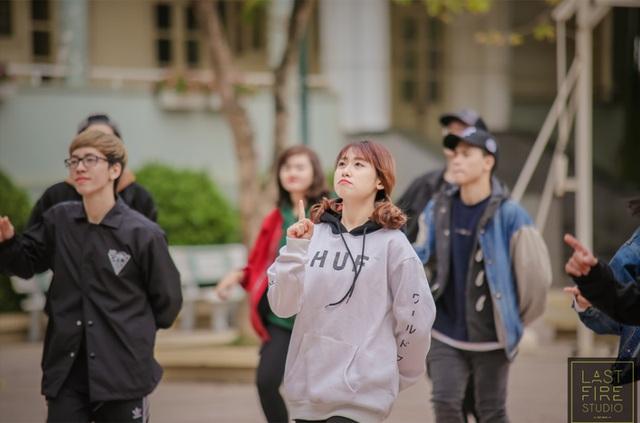 Bạn trẻ Hà Nội nhảy flashmob, kêu gọi mua bí xanh giúp nông dân - 5
