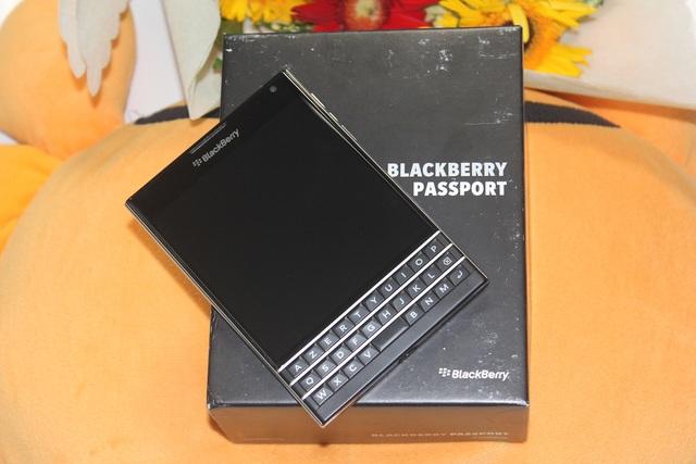 Có nên mua Blackberry Passport dùng lướt giá 4 triệu? - 1