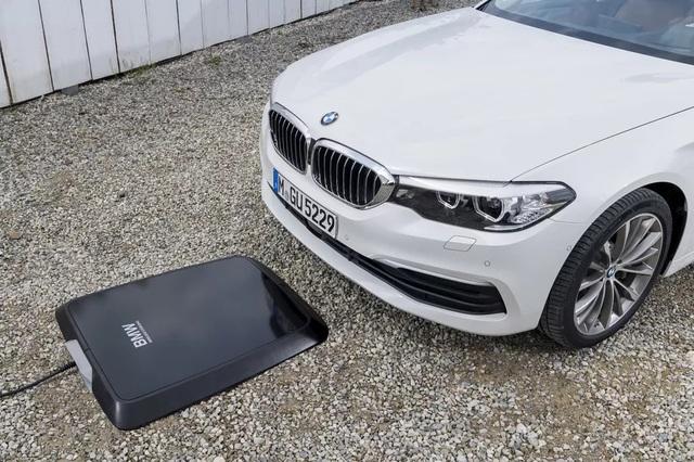 BMW giới thiệu thiết bị sạc không dây cho xe chạy điện - 1