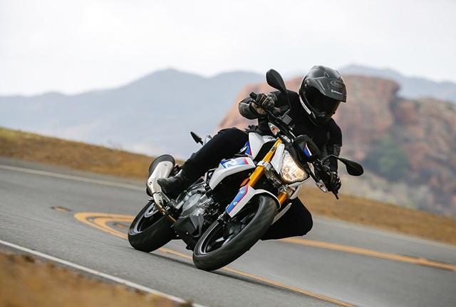 BMW cho biết, với trọng lượng khô khoảng 160 kg, chiếc xe có thể đạt tốc độ tối đa 90 mph (gần 150 km/h) trong khi mức tiêu thụ nhiên liệu chỉ vào khoảng 71 mpg (4 lít/100km).