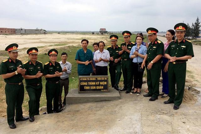 CBCS Tiểu đoàn 2, Lữ đoàn PB 16 (QK 4) bàn giao công trình đường giao thông nông thôn cho nhân dân thôn Bắc Hà (xã Kỳ Hà).