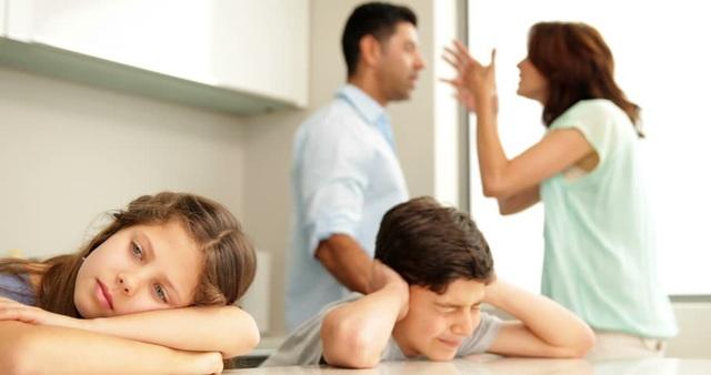 Việc bố mẹ bất hòa làm ảnh hưởng nhiều mặt đến con trẻ. (Ảnh minh họa)