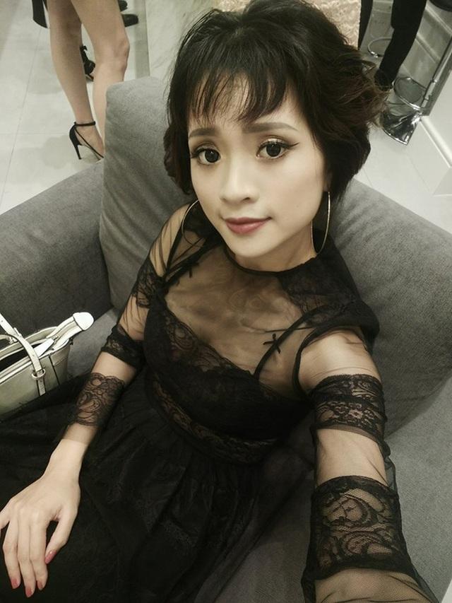 """Cô sinh năm 1989, từng tham gia nhiều phim truyền hình, đảm nhiệm các vai như Lở trong phim """"Ma Làng"""", vai Vỹ Cầm trong phim """"Trò Đời"""", nữ chính trong phim truyện nhựa """"Lạc Lối""""."""