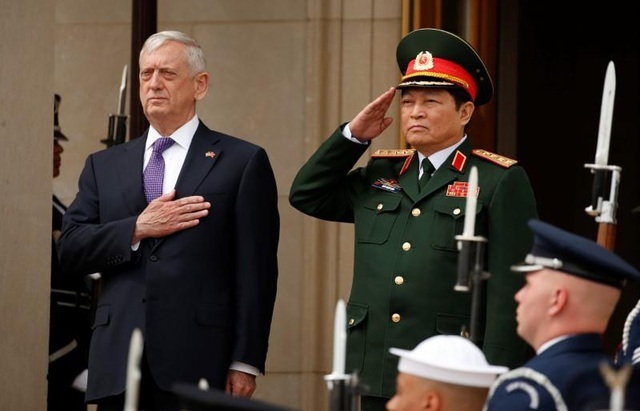 Bộ trưởng Quốc phòng Ngô Xuân Lịch và Bộ trưởng Quốc phòng Mỹ Jim Mattis trong cuộc gặp tại Lầu Năm Góc hôm 8/8 (Ảnh: Reuters)