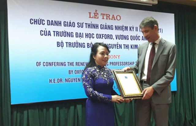 Bộ trưởng Bộ Y tế được trao danh hiệu Giáo sư thỉnh giảng lần 2 tại Đại học Oxford danh tiếng của Vương quốc Anh. Ảnh: H.Hải