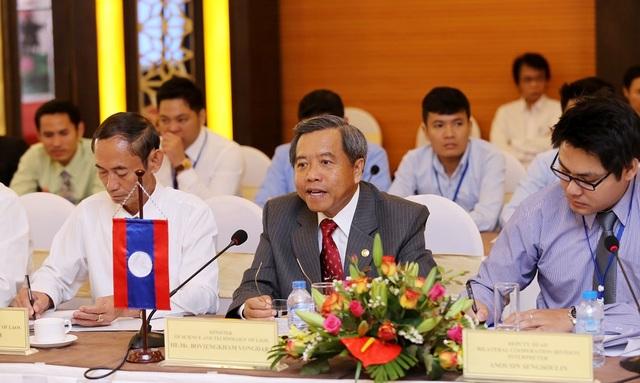 Bộ trưởng Bộ KH&CN Lào Boviengkham Vongdara phát biểu tại khóa họp.