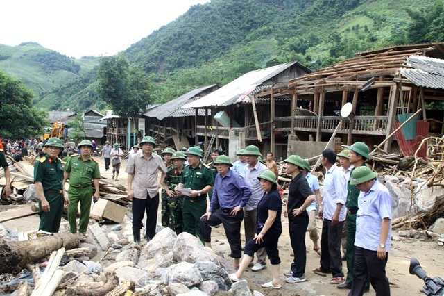 Đoàn công tác làm việc tại huyện Mường La - Sơn La.