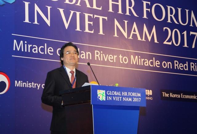 Bộ trưởng Bộ GD&ĐT Phùng Xuân Nhạ phát biểu tại diễn đàn