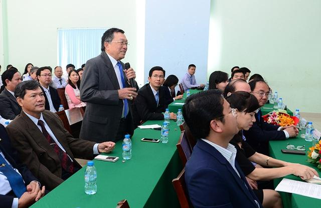 Một giảng viên của trường ĐH Văn Hiến đặt câu hỏi với Bộ trưởng Phùng Xuân Nhạ rằng giáo dục Việt Nam đang xếp thứ mấy ở khu vực