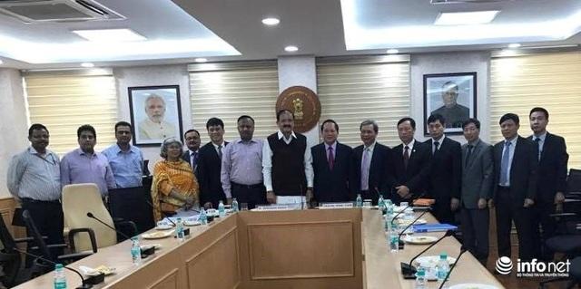 Bộ trưởng Trương Minh Tuấn dẫn đầu Đoàn công tác gặp gỡ, trao đổi hợp tác với Bộ Thông tin và PTTH Ấn Độ