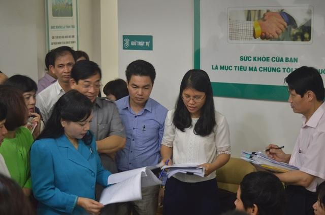 Bộ trưởng Bộ Y tế lưu các thành viên đoàn kiểm tra về lập biểu mẫu thu thập thông tin để rà soát cho nhanh, tránh việc ghi chép nhiều.