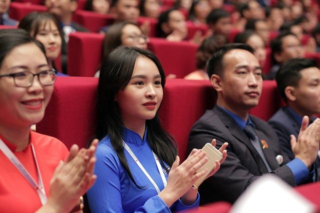Vũ Ngọc Huyền Nhi - lớp 12D3 trường THPT Việt Đức là một trong những đại biểu trẻ tuổi nhất của Đại hội Đoàn toàn quốc lần thứ XI. Chỉ mới 17 tuổi nhưng đã có kinh nghiệm 2 nhiệm kỳ liên tiếp giữ chức vụ Phó Bí thư Đoàn TN trường THPT Việt Đức, Top 16 Cuộc thi hùng biện Ước mơ của tôi – Tương lai của tôi, Huyền Nhi là đại diện cho lớp thanh niên thế hệ kế cận tràn đầy sức trẻ.
