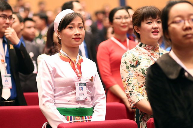 Đại biểu Quách Thị Dung – Thành đoàn Thành phố Hà Nội tham dự phiên trọng thể Đại hội Đoàn trong trang phục truyền thống của dân tộc Mường