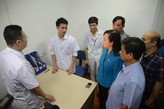 Sau khi Bộ trưởng đi kiểm tra tại 5 phòng khám có yếu tố nước ngoài, 4 phòng khám đã bị xử phạt vì sai phạm. Ảnh: Lê Hảo