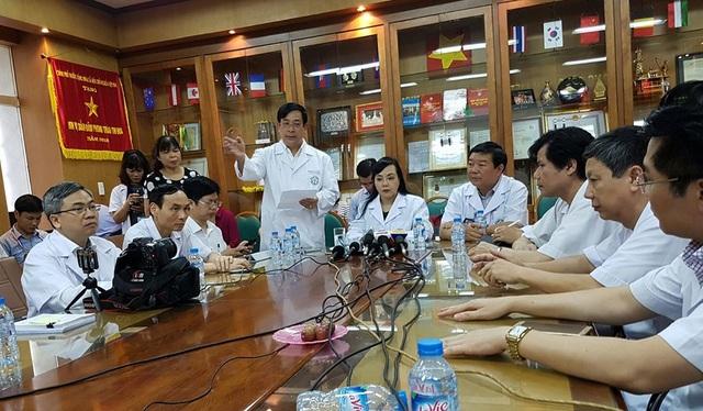 Bộ trưởng chỉ đạo các chuyên gia đầu ngành phải tham gia vào Hội đồng khoa học của Sở Y tế Hoà Bình với vai trò độc lập. Ảnh: H.Hải