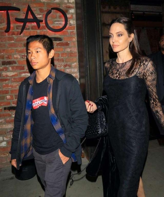Angelina Jolie đi ăn tối cùng con trai nuôi Pax Thien vào ngày của Mẹ, ngày 14/5.
