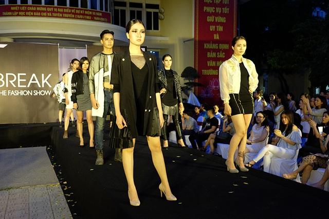 Những bước catwalk đầy tự tin của những người mẫu sinh viên