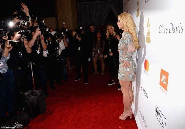 Britney Spears vui mừng tái xuất trở lại sau khi cháu gái Maddie được xuất viện và trở về nhà sau tai nạn xe địa hình