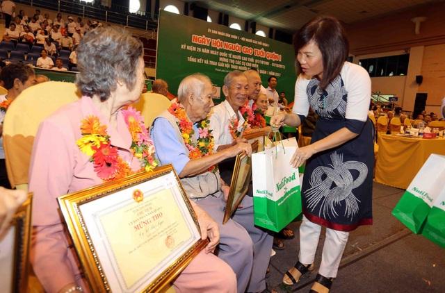 NutiFood khám sức khỏe và tư vấn dinh dưỡng cho người cao tuổi - 4