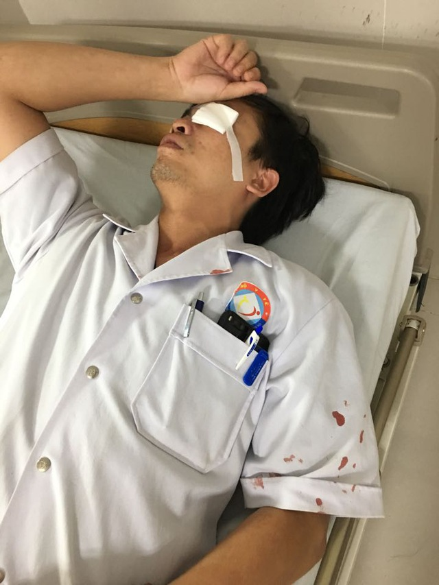 Bác sĩ tại BV Việt Nam Cu Ba - Đồng Hới bị bệnh nhân hành hung đến rách giác mạc.