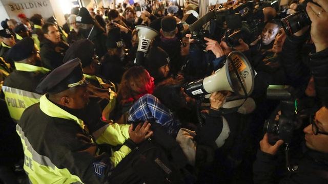 Khung cảnh hỗn loạn tại Washington trước thềm lễ nhậm chức của ông Trump. (Ảnh: Getty)