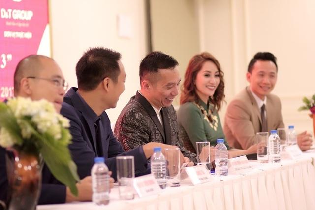NTK Đỗ Trịnh Hoài Nam và kiện tướng dance sport Khánh Thi cho rằng, nghệ thuật không có biên giới, đừng suy nghĩ áo dài với vũ đạo là khó kết hợp.