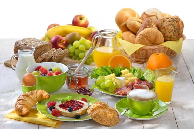 Những người béo có lẽ nên ăn sáng thường xuyên đều đặn mỗi ngày.