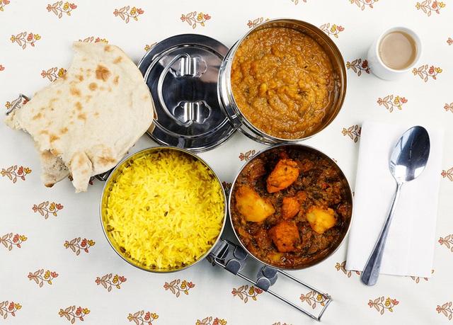 Ấn Độ- Cơm, moon dal, Chapati, trà ngọt