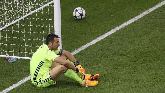Buffon buồn bã sau thất bại ở trận chung kết Champions League