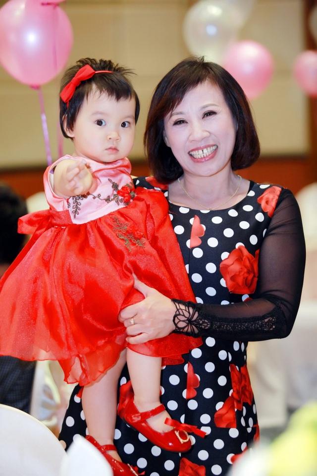 Bà xã ca sĩ Đăng Dương đẹp ngỡ ngàng trong tiệc sinh nhật con gái Bùi Lê Mận - 5