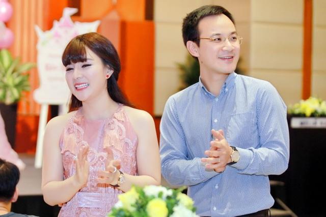 Bà xã ca sĩ Đăng Dương đẹp ngỡ ngàng trong tiệc sinh nhật con gái Bùi Lê Mận - 4